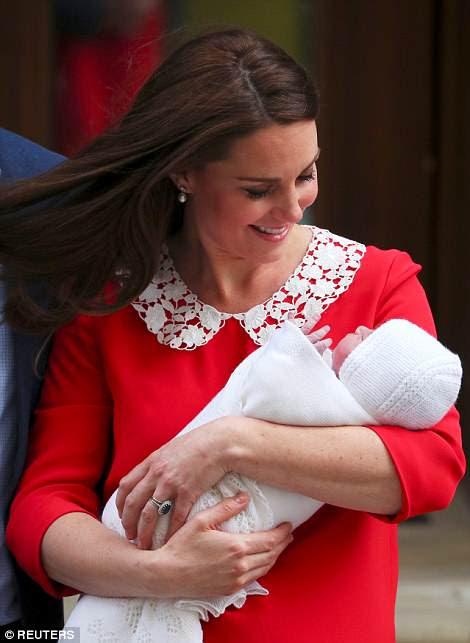 Sosteniendo al bebé cerca, la duquesa de Cambridge parecía la imagen del amor