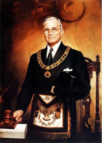 Harry Truman em seu regalia maçônicos