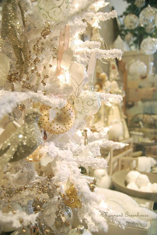 40 Beautiful Vintage Christmas Tree Ideas   DigsDigs