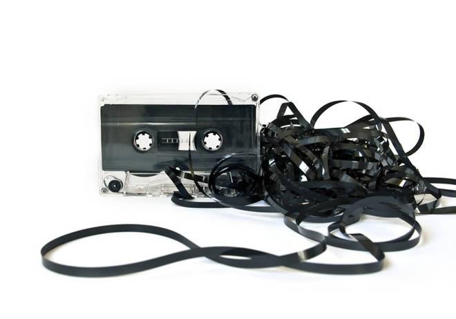 Si dabas por muertas las cintas de casete, no, no estaban muertas estaban...