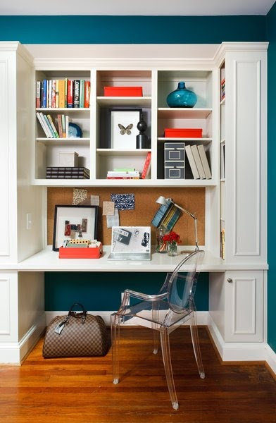 Home Office In A Closet -- very nice!