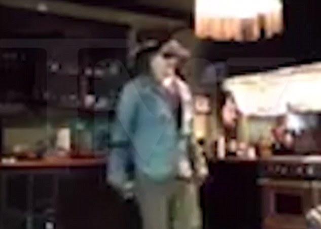 vídeo viral: No sábado, filmagens apareceu em TMZ dos armários batendo Depp (acima)