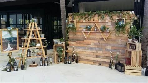 RUSTIC BACKDROP PHOTOBOOTH by It's True Wedding Planner