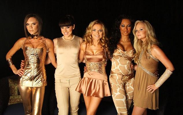 Moda focado: Victoria é rumores de ser hesitante para planejar uma reunião com as Spice Girls para o Jogos Olímpicos Londres 2012, enquanto ela se concentra em linhas de sua moda