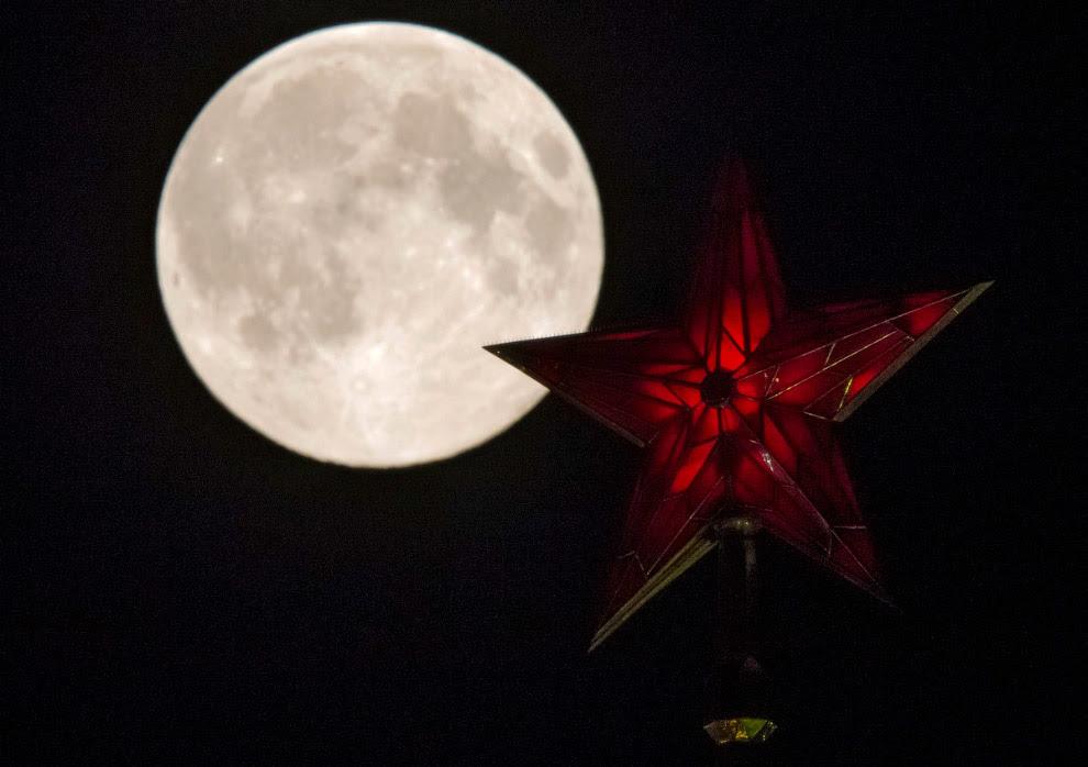 Суперлуние 10-11 августа и кремлевская звезда