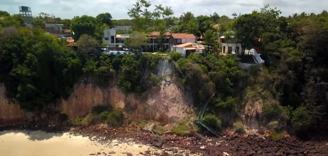 Parte da areia e estabelecimentos da praia de Pipa continuará interditada até conclusão de estudos