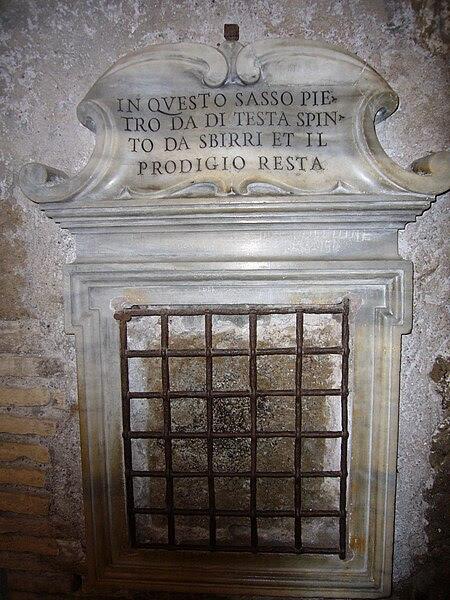 File: Campitelli - Mamertinum la craniata di Pietro 1040077.JPG