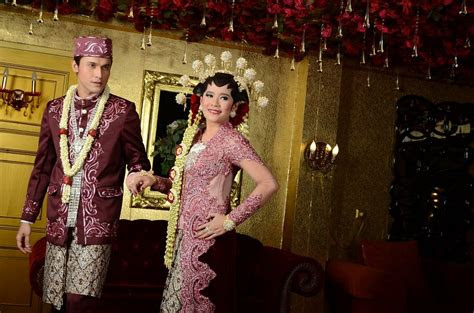 pakai baju kebaya modern pernikahan   cantik