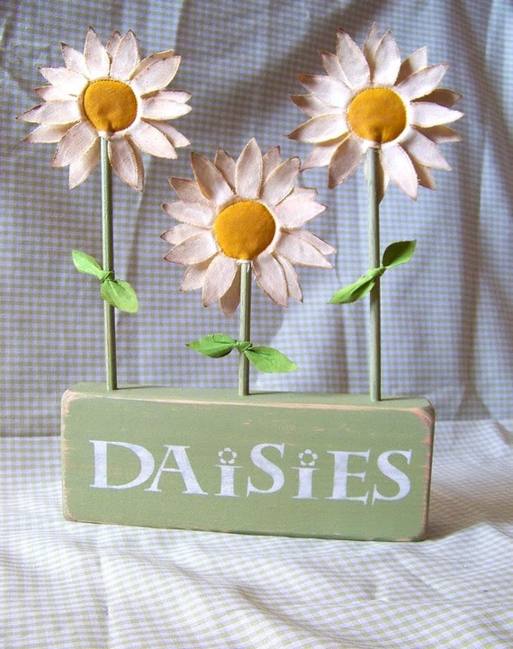 Handmade Fabric Daisy Shelf Sitter Sign by primsnposies on Etsy, $25.00