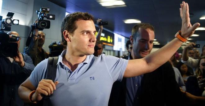 Albert Rivera, a su llegada al aeropuerto de Madrid tras su viaje a Venezuela. EFE