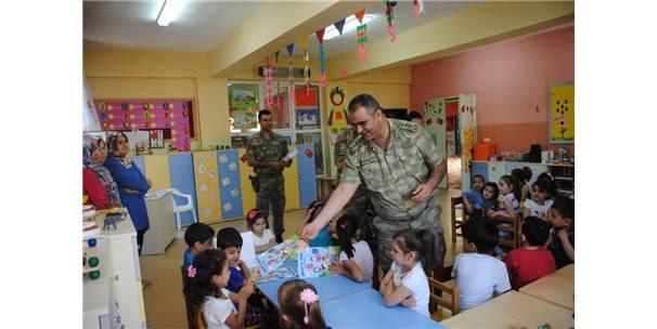 Jandarma Ana Sınıfı öğrencilerine Boyama Kitabı Dağıttı Kilis