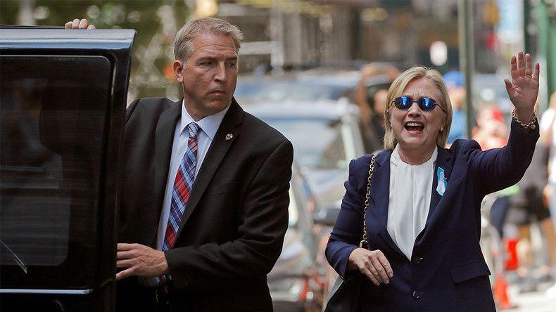 Hillary Clinton après son malaise. Certains déclarent qu'il s'agit d'un sosie.