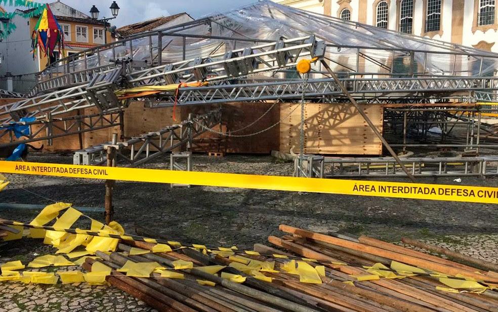 Área do palco foi interditada pela Codesal, em Salvador (Foto: Giana Mattiazzi/TV Bahia)