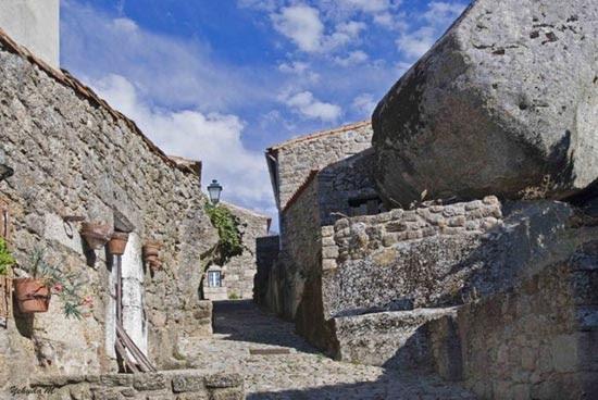 Monsanto: Εντυπωσιακό χωριό χτισμένο ανάμεσα σε βράχους (9)