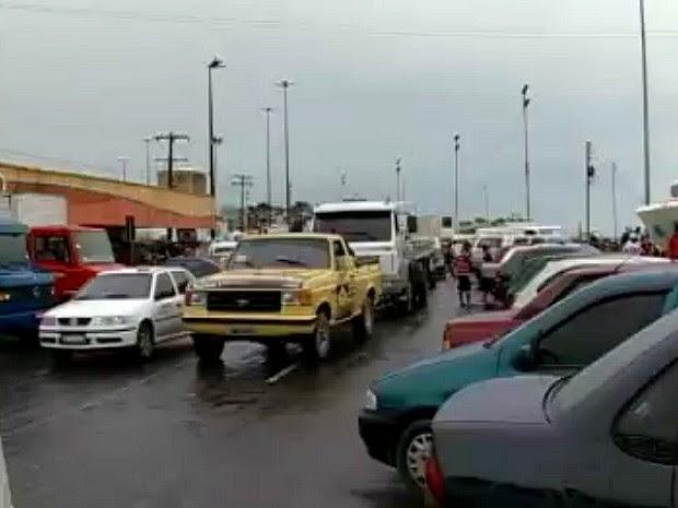 Prefeitura, Sempab e Manaustrans fizeram visita à Feira da Manaus Moderna, para verificar o trânsito no entorno (Foto: Reprodução/TV Amazonas)