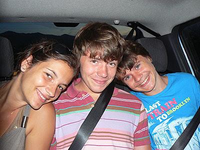 nos trois ados en voiture.jpg