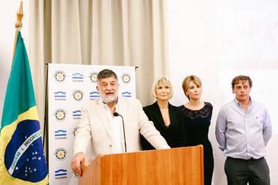 El empresario tucumano Jorge Rocchia Ferro, junto a su familia en Brasil, anuncia inversiones de 50 millones de dólares para generar electricidad a partir de la biomasa.