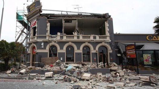 RUINAS. El Hotel Carlton fue destruido por el sismo. (EFE)