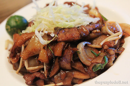 Dry-fried Flat-shaped Rice Noodles with Beef