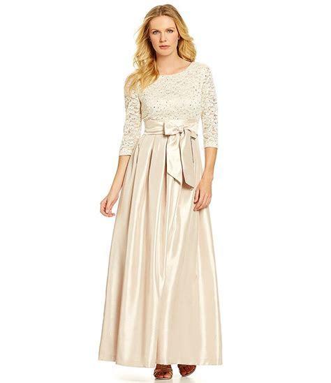 Jessica's Dress Jessica Howard Floral Embellished Lace