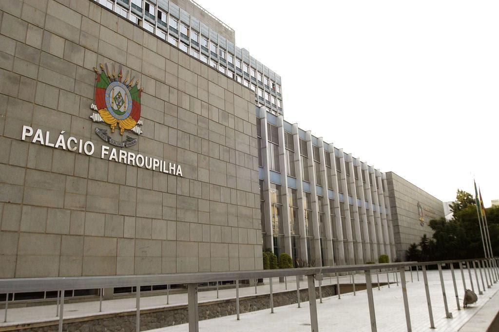 Carros de deputados gastaram 10 vezes mais em combustível que viaturas da BM Ana Paula Aprato/Divulgação