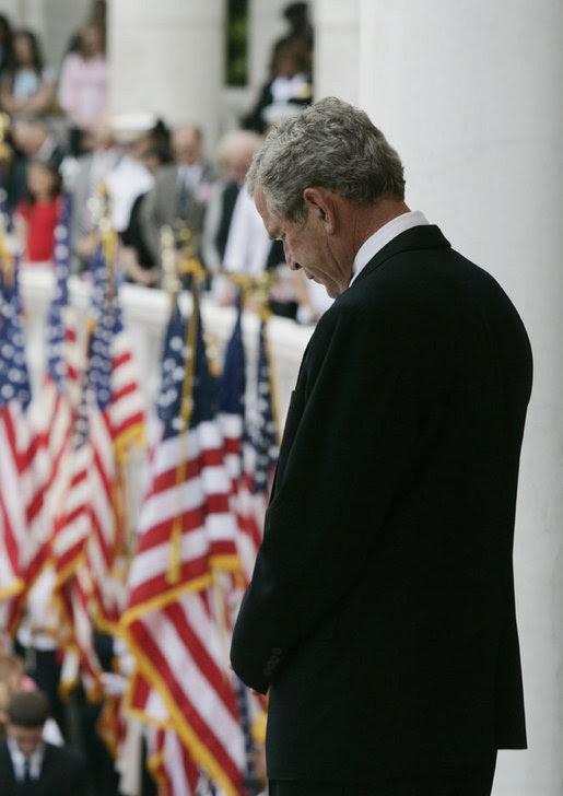 http://georgewbush-whitehouse.archives.gov/news/releases/2007/05/images/20070528_p052807jb-0298-728v.jpg