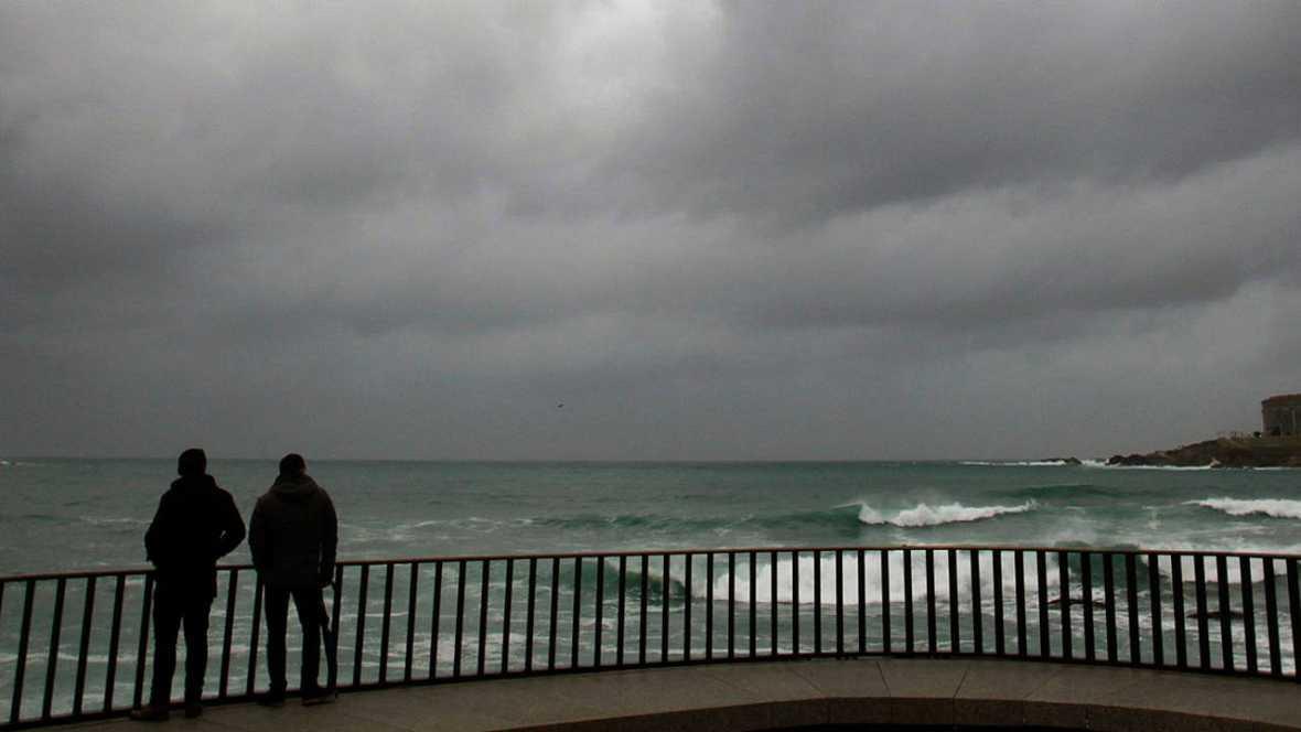 ESPAÑA:  Alerta en casi todo el país por viento o nieve