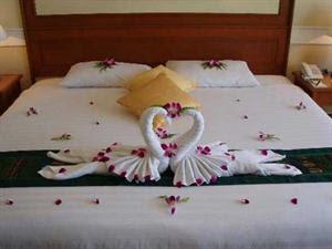 3861-312330-Romantic-bedroom- ...