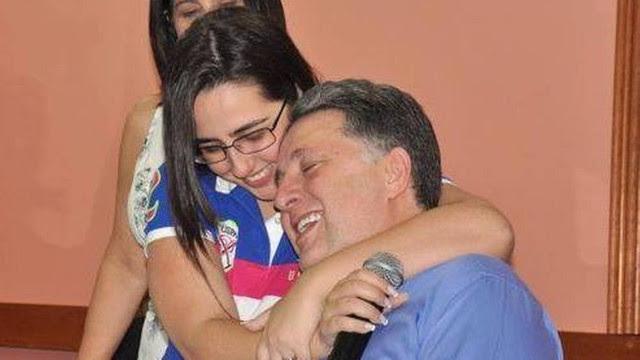 Clara e o pai, Anthony Garotinho