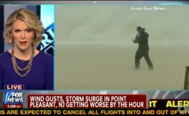 Βίντεο η πιο δύσκολη δουλειά: Ρεπορτάζ την ώρα του Τυφώνα!