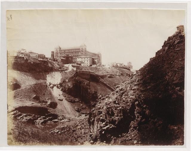 Vista de Toledo desde el arroyo de la Degollada en 1883. Fotografía de Alfred Dismorr. The National Archives, Kew, Richmond, Surrey