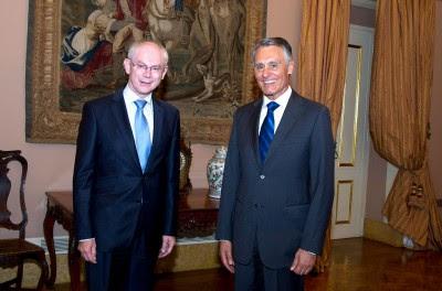 """""""Nunca fui favorável à criação da figura do presidente do Conselho Europeu"""", diz Cavaco na entrevista. Nesta foto aparece ao lado de Van Rompuy, actual detentor do cargo."""