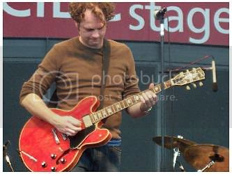 Kevan Byrne of King Cobb Steelie @ Harbourfront (Toronto, Ontario), part of the Gobsmacked festival, Sunday August 29, 2004: photo by Mike Ligon