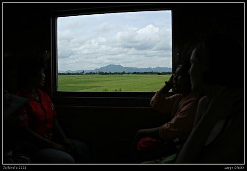 Desde el tren, de Lopburi a Sukothai