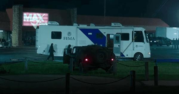 FEMA equipamento é usado para impor a lei marcial na cidade de Mike.