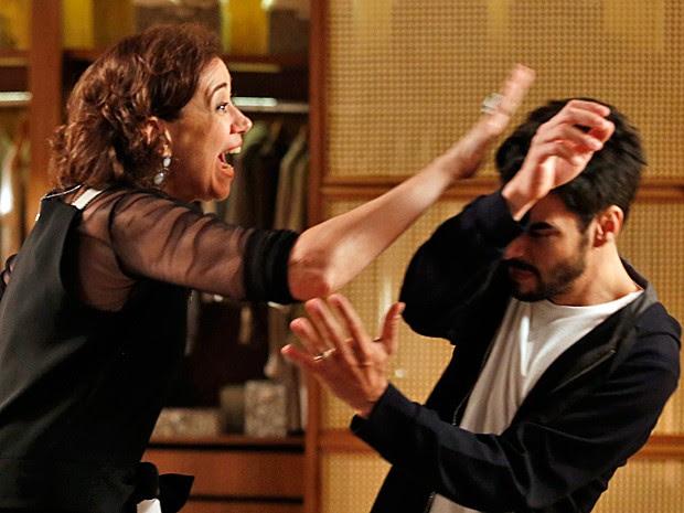 Marta fica furiosa com o filho (Foto: Fábio Rocha/Gshow)