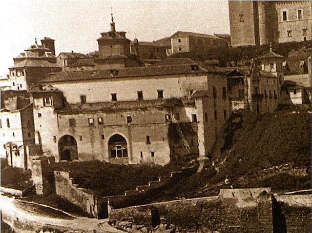 Hospital de Santiago antes de su demolición total. Fotografía tomada hacia 1882