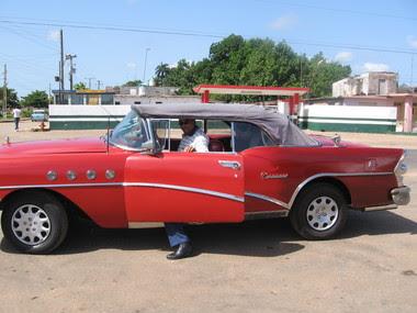 Cuba 1956_Buick_Roadmaster.jpg