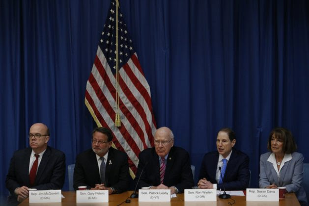 Senator Patrick Leahy (centre), and four other U.S. Democrat lawmakers give a press conference in Havana on Feb. 21, at the end of their visit to Cuba, in violation of the U.S. travel advisory against Cuba issued by Republican President Donald Trump. Credit: Jorge Luis Baños / IPS