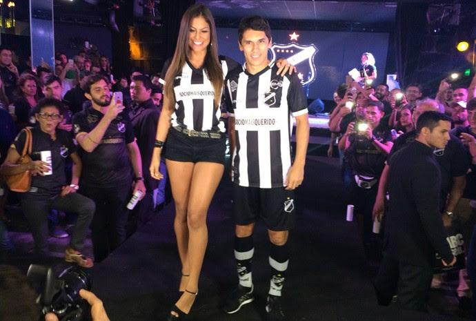 ABC lançamento uniforme 2016 - Mari Gonzalez Lúcio Flávio (Foto: Augusto Gomes/GloboEsporte.com)