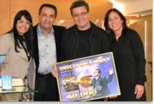 Nani Azevedo recebe Disco de Ouro do álbum Restauração