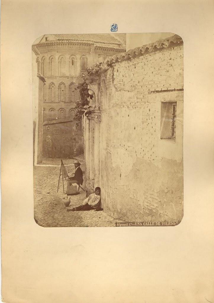 Pintor junto a la Iglesia de San Bartolomé hacia 1875. Fotografía de Casiano Alguacil © Museo del Traje. Centro de Investigación del Patrimonio Etnológico. Ministerio de Educación, Cultura y Deporte