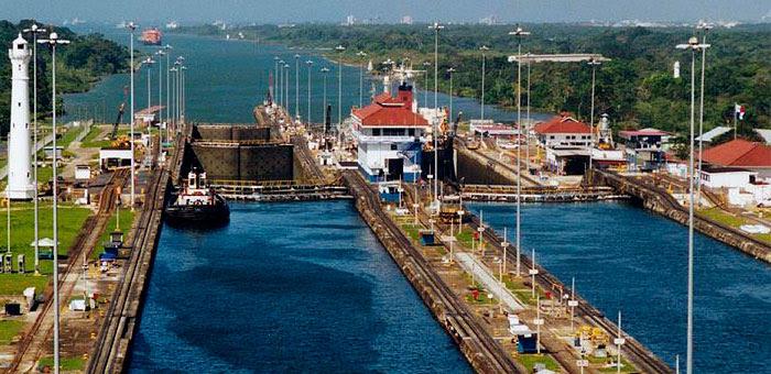 Panama_Canal_Gatun_Locks