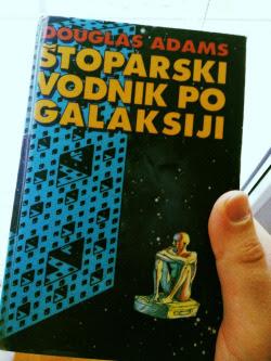 Naslovnica prvega ponatisa slovenskega prevoda knjige Štoparski vodnik po galaksiji
