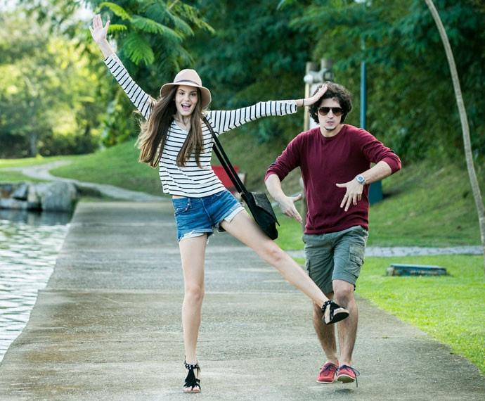 Camila e Gabriel fazem graça para a câmera (Foto: Isabella Pinheiro/Gshow)