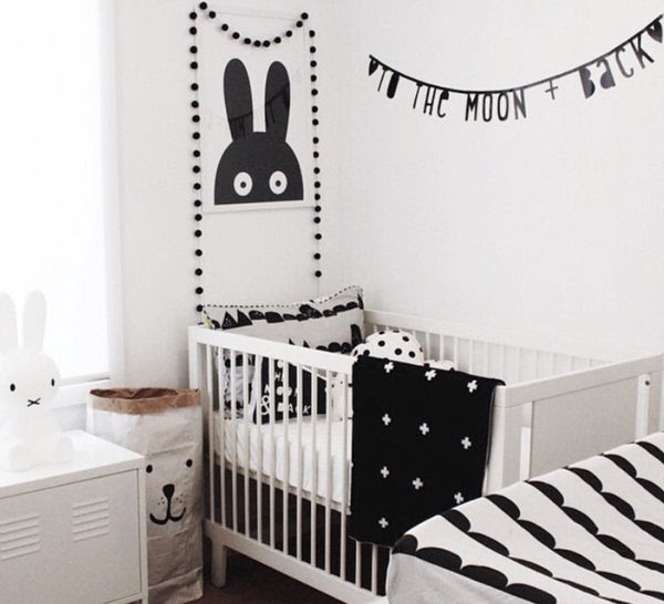 Black And White Nursery Decor Helps Stimulate Newborns Developing