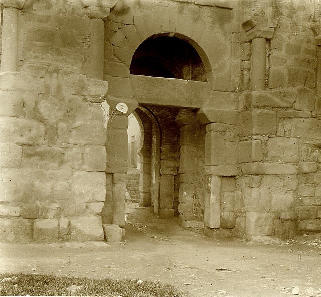 Puerta Vieja de Bisagra o de Alfonso VI en 1913. Fotografía de Luis Calandre Ibáñez