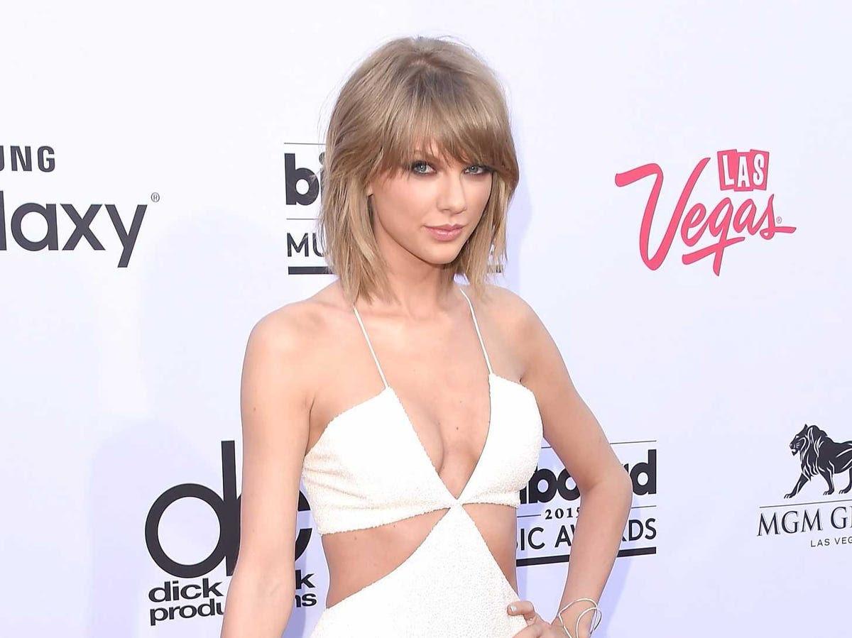 AGE 25: Taylor Swift