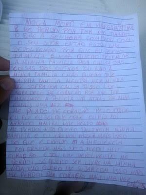 Carta foi deixada na porta da fotógrafa junto com o equipamento roubado (Foto: Soldado Alyson Viana/Polícia Militar)
