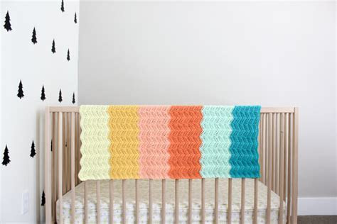 Modern Gender Neutral Crochet Baby Blanket   Free Pattern!